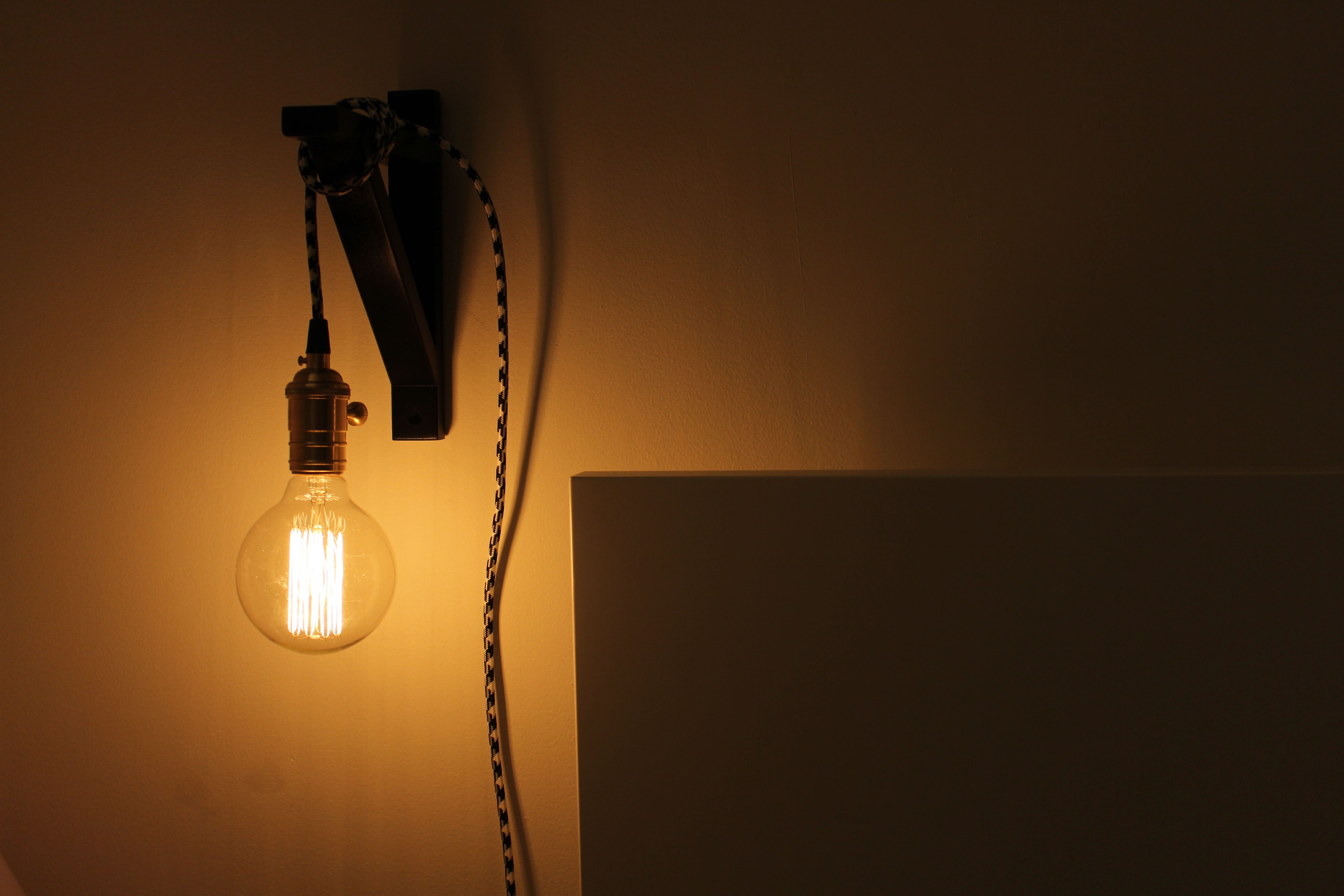 Apartment Living // DIY Edison Bulb Lamp | boss and the city