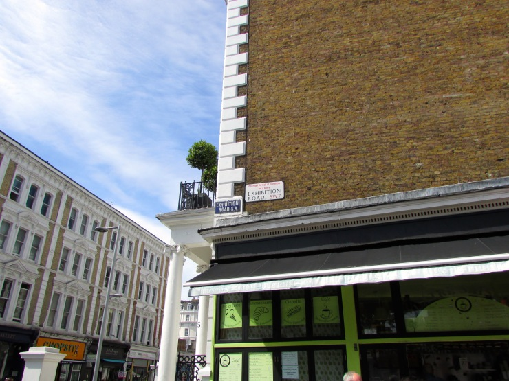 London : Coffee, Kensington & High Tea with the Queen15