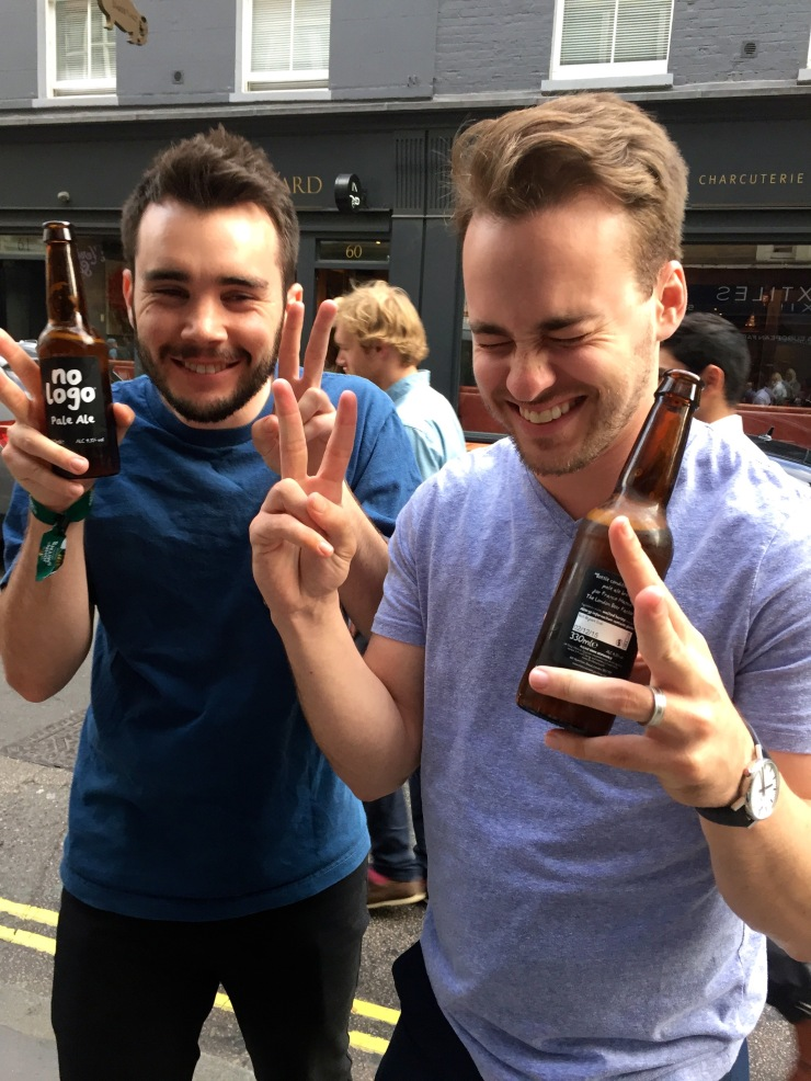 London : Coffee, Kensington & High Tea with the Queen30