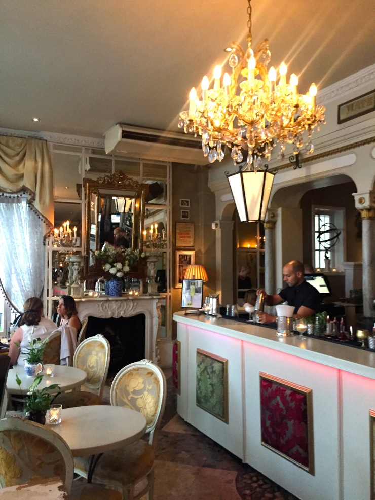 London : Coffee, Kensington & High Tea with the Queen38